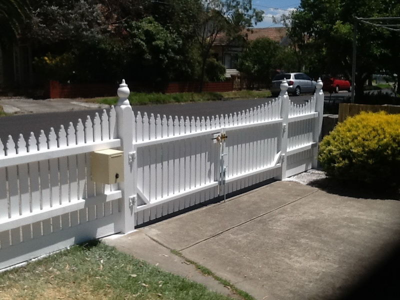 Picket Fencing & Gates Melbourne | Fence Building Supplies